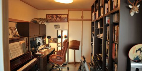 1024px-Man_cave_office